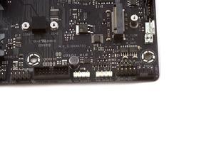 Die RGB-LED-Beleuchtung kann mittels zwei LED-Header erweitert werden.