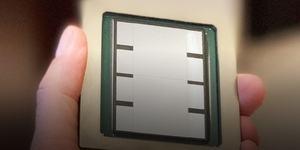 TSMC zeigt gigantischen Interposer mit zahlreichen Chips darauf
