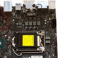 Ein kleines 4+2-Phasendesign üerbimmt die CPU-Spannungsversorgung.
