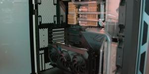 ASUS ROG Dominus Extreme auf der Computex (Bild: LTT)
