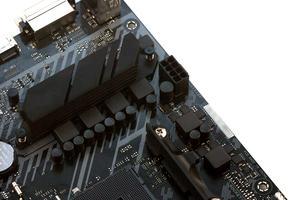 ASUS verwendet für die CPU-Spannungsversorgung ein 4+2-Phasendesign.