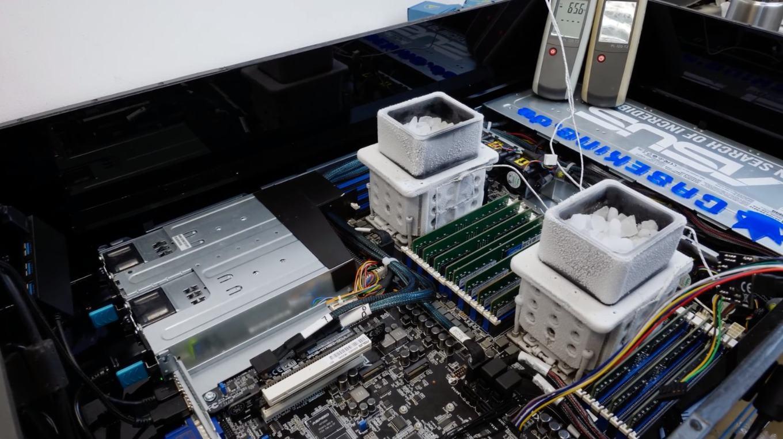 Сервер с двумя процессорами EPYC и охлаждением сухим льдом