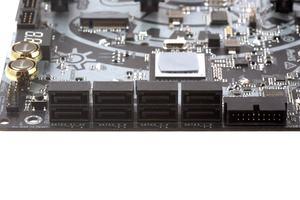 Sechs native und zwei zusätzliche SATA-Ports ermöglichen eine Storage-Erweiterung.