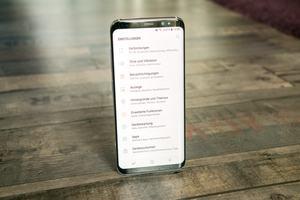 Das Infinity Display des Samsung Galaxy S8 polarisiert