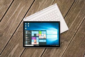 Im Microsoft Surface Book 2 stecken erneut zwei Akkus - einer im Tablet, einer in der Tastatur
