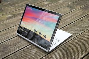 Neue Generation, altes Konzept: Auch das Microsoft Surface Book 2 geht als 2-in-1 an den Start