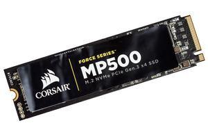 Die Corsair MP500 ist mit einem wärmeleitenden Aufkleber aus Kupfer versehen.