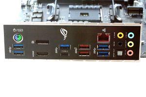 Das I/O-Panel beim ASUS ROG Strix X470-F Gaming in der Übersicht.
