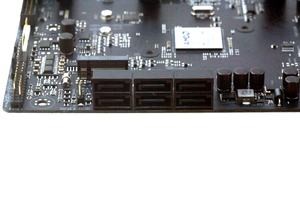 Neben zweimal M.2 wurden außerdem sechsmal SATA 6GBit/s verbaut.