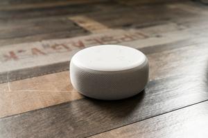 Der Echo Dot der 3. Generation klingt besser, verliert einen Teil seiner Daseinsberechtigung aber durch den neuen Echo Input