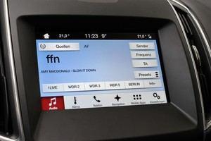 SYNC 3 unterhält per Radio oder per USB und Bluetooth angeschlossene Quellen